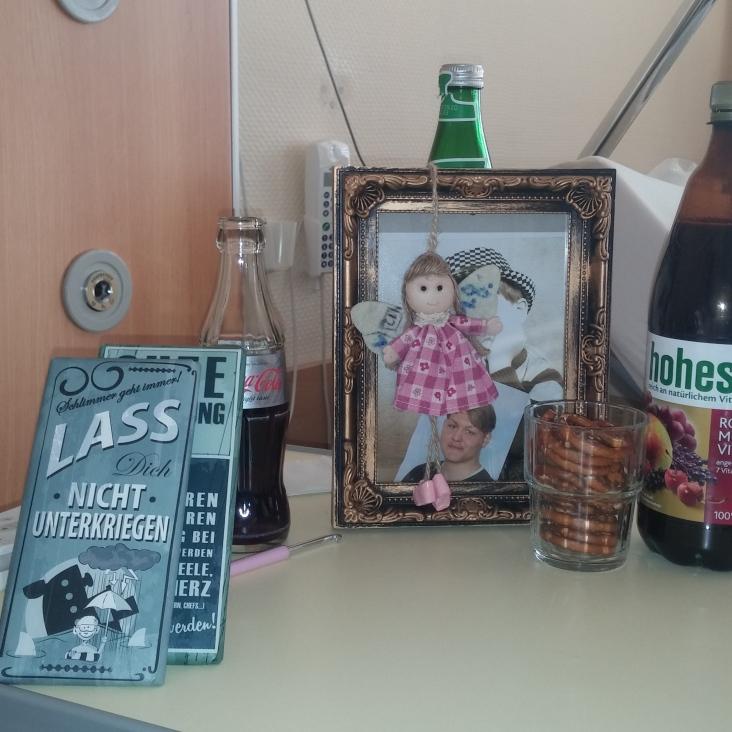 mein Nachttisch- mein Engel und die Bilder meiner Kinder dürfen nicht fehlen <3
