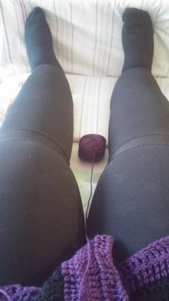 da passt ein Wollknäul zwischen meine Beine.. umfallfreuundnochmalumfall
