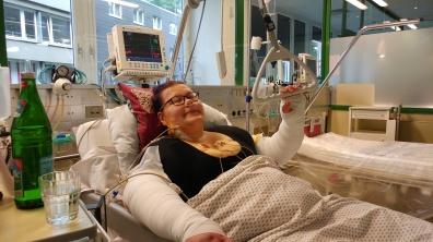 die erste OP in Essen bei Dr. Brandenstein. Dort lag ich auf der Intensivstation weil ich doch ein sehr sehr hohes Gewicht hatte :-((